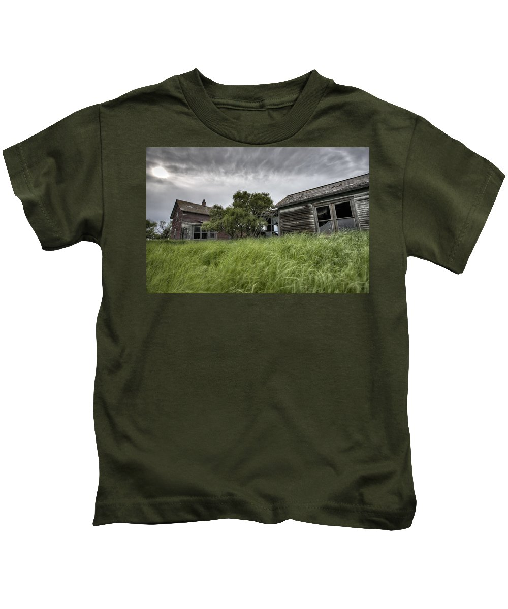 Abandoned Kids T-Shirt featuring the digital art Abandoned Farm by Mark Duffy