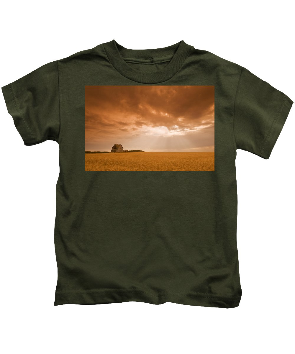 Abandoned Kids T-Shirt featuring the photograph Abandoned Farm In Durum Wheat Field by Dave Reede