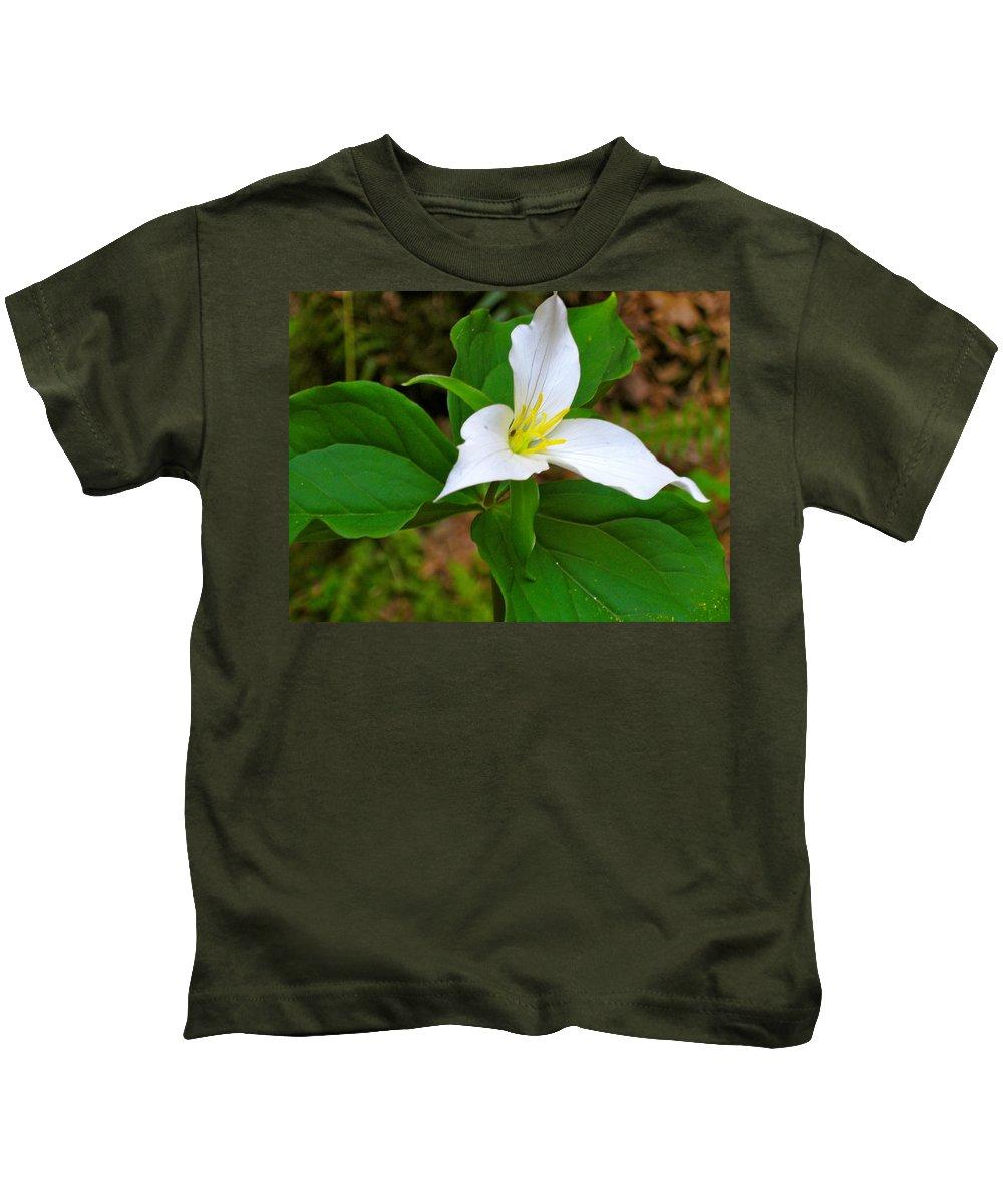 Trillium Kids T-Shirt featuring the photograph Colin's Trillium by Linda Hutchins