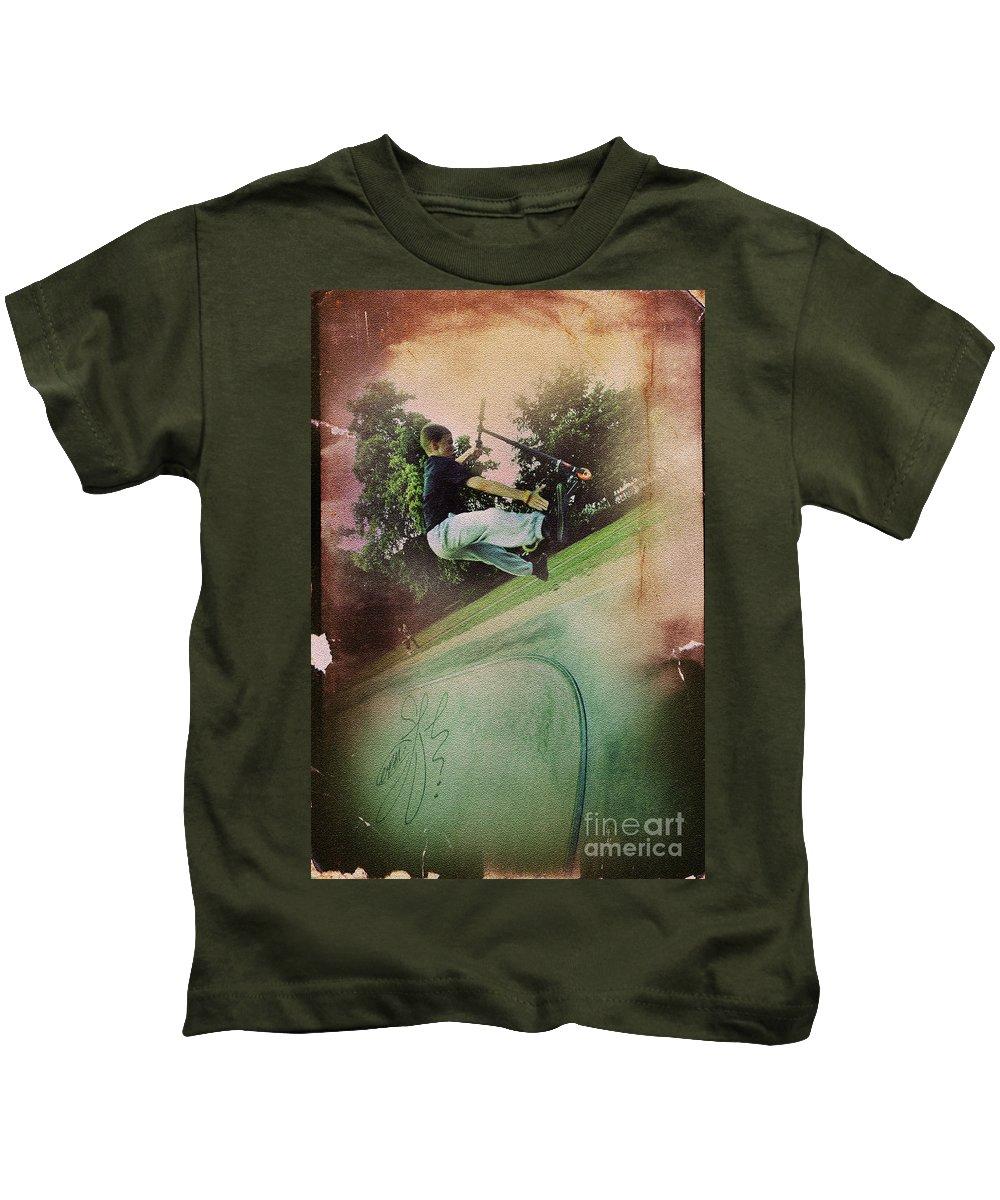 Yhun Suarez Kids T-Shirt featuring the photograph Get A Grip by Yhun Suarez