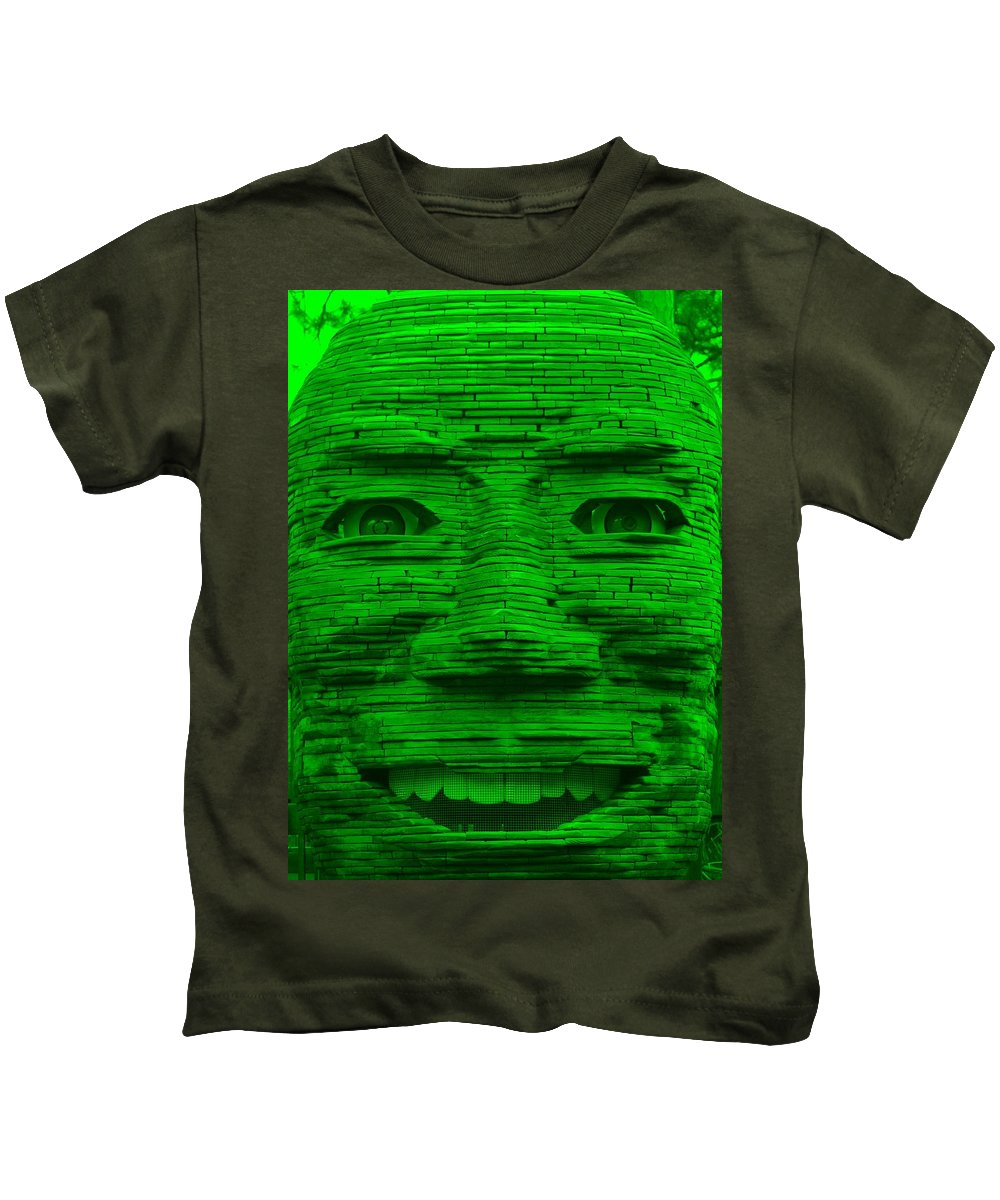 Architecture Kids T-Shirt featuring the photograph In Your Face In Green by Rob Hans