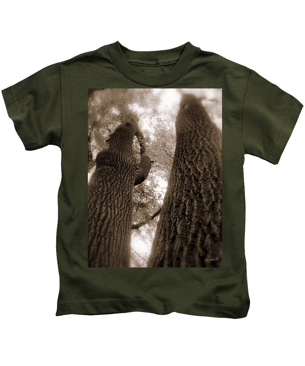 Mr And Mrs Oak Land Kids T-Shirt featuring the photograph Mr And Mrs Oak Land by Edward Smith