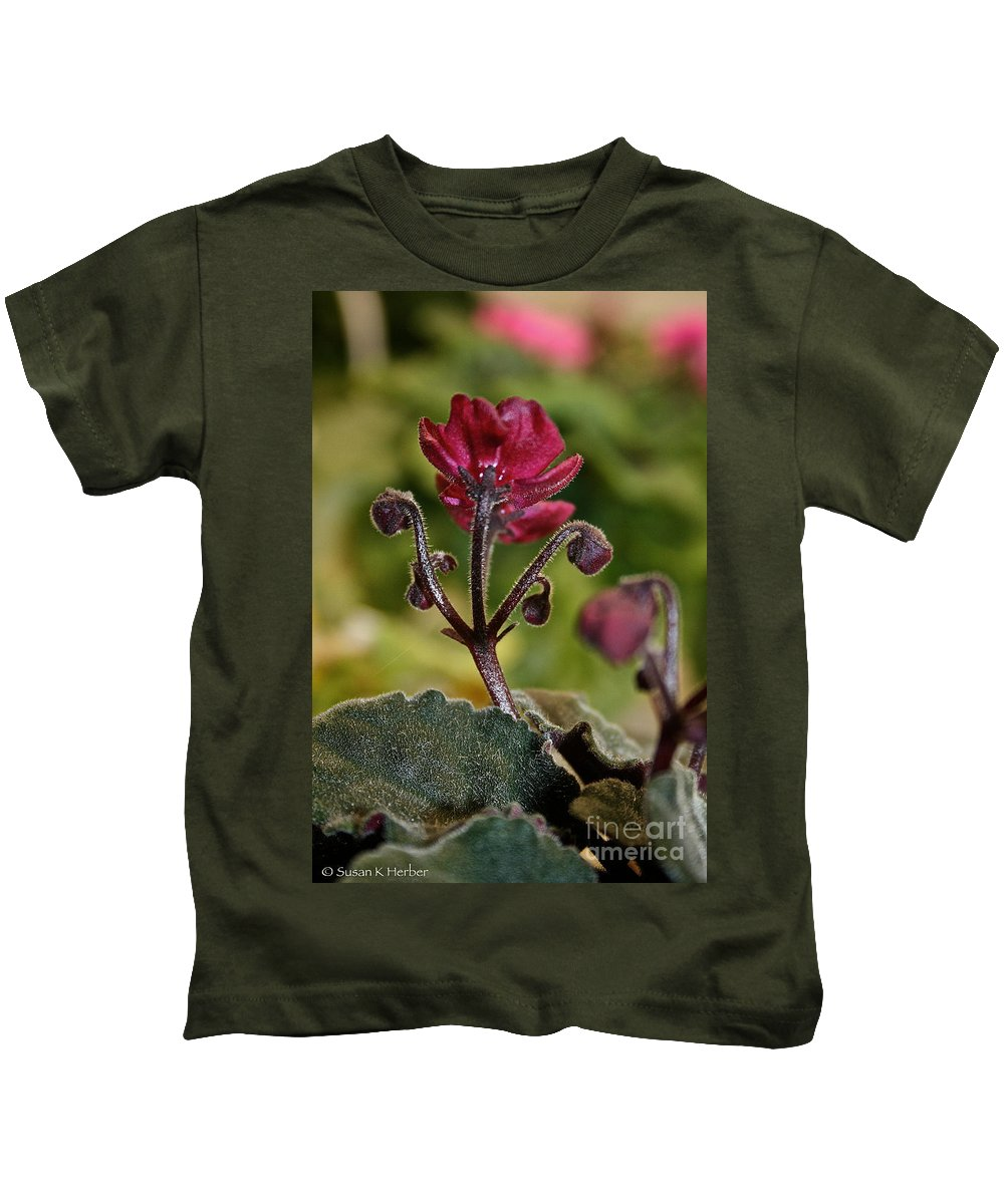 Outdoors Kids T-Shirt featuring the photograph Ruby Ready For Action by Susan Herber