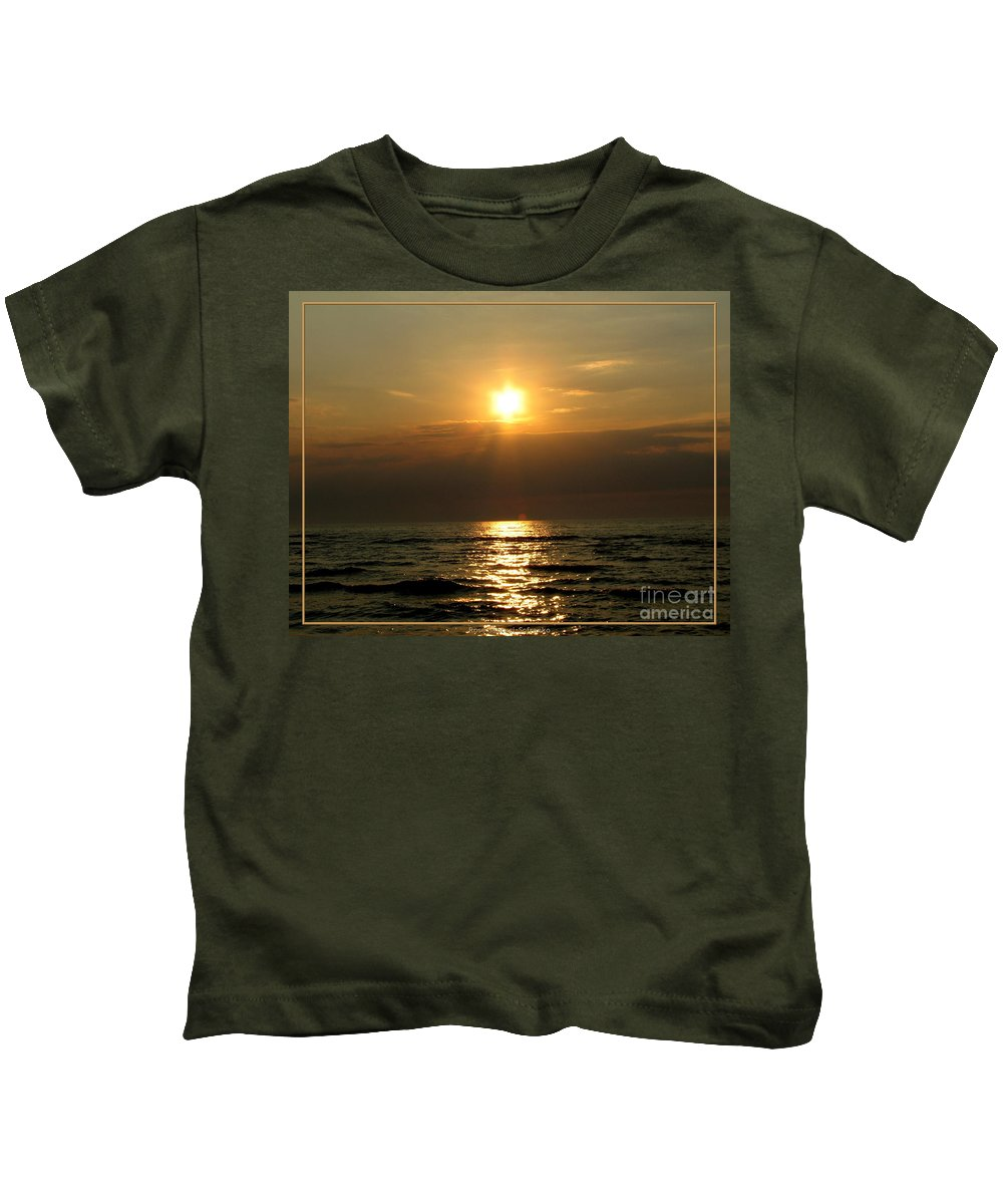 Sunset Kids T-Shirt featuring the photograph Sunset Over Lake Erie 3 by Rose Santuci-Sofranko