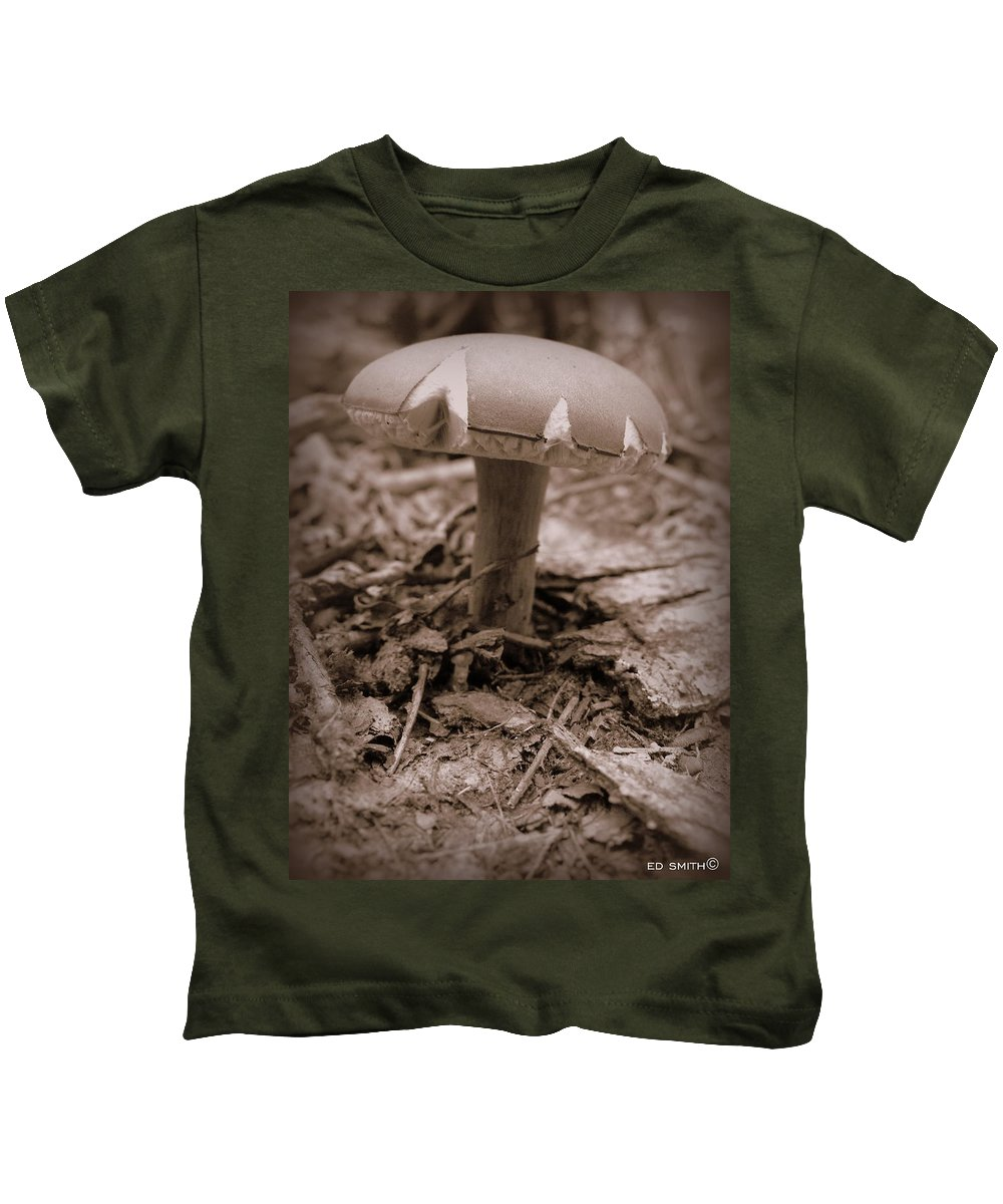 The Ant's Umbrella Kids T-Shirt featuring the photograph The Ant's Umbrella by Ed Smith