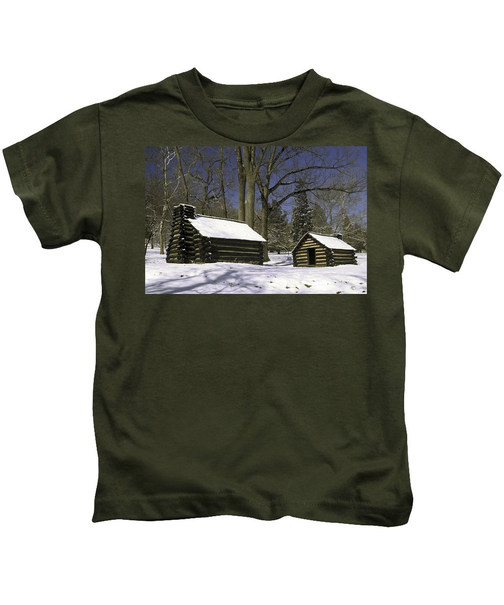 Revolutionary War Soldiers Log Huts Kids T-Shirt featuring the photograph Valley Forge Winter by Sally Weigand