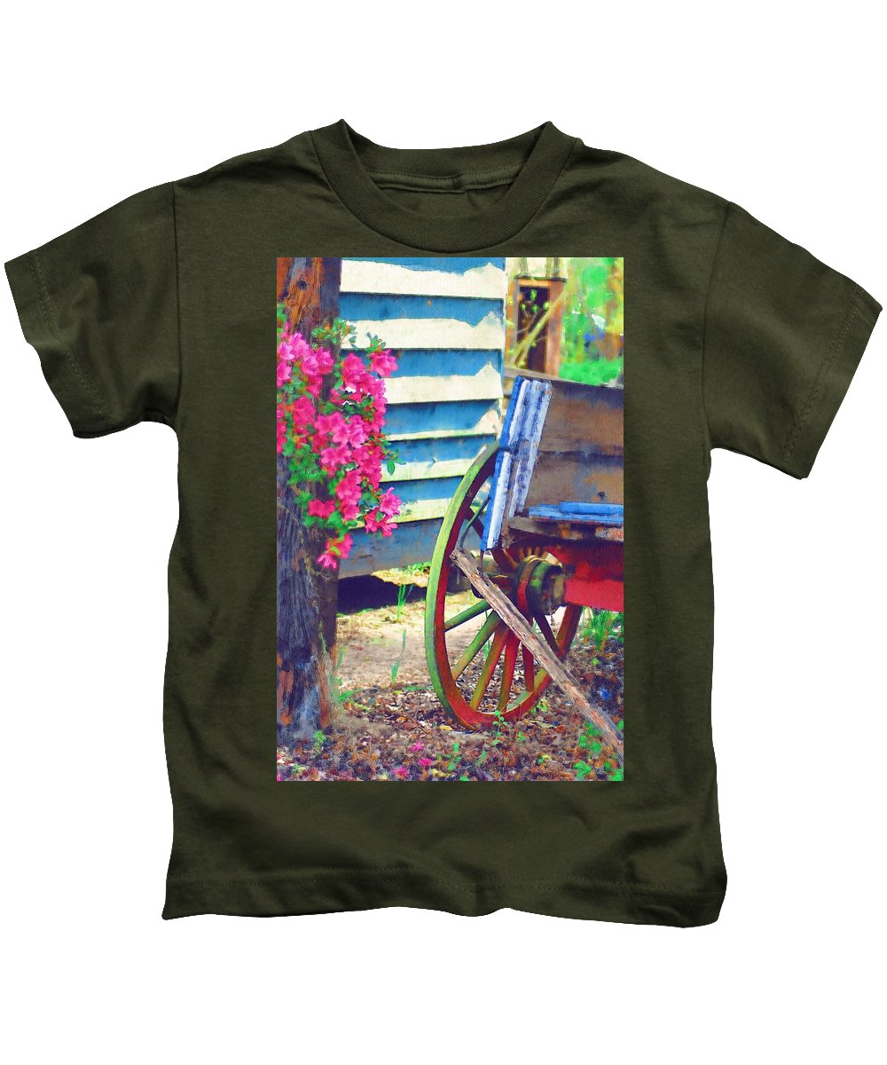Wagon Wheel Kids T-Shirt featuring the photograph Broken Wagon by Donna Bentley