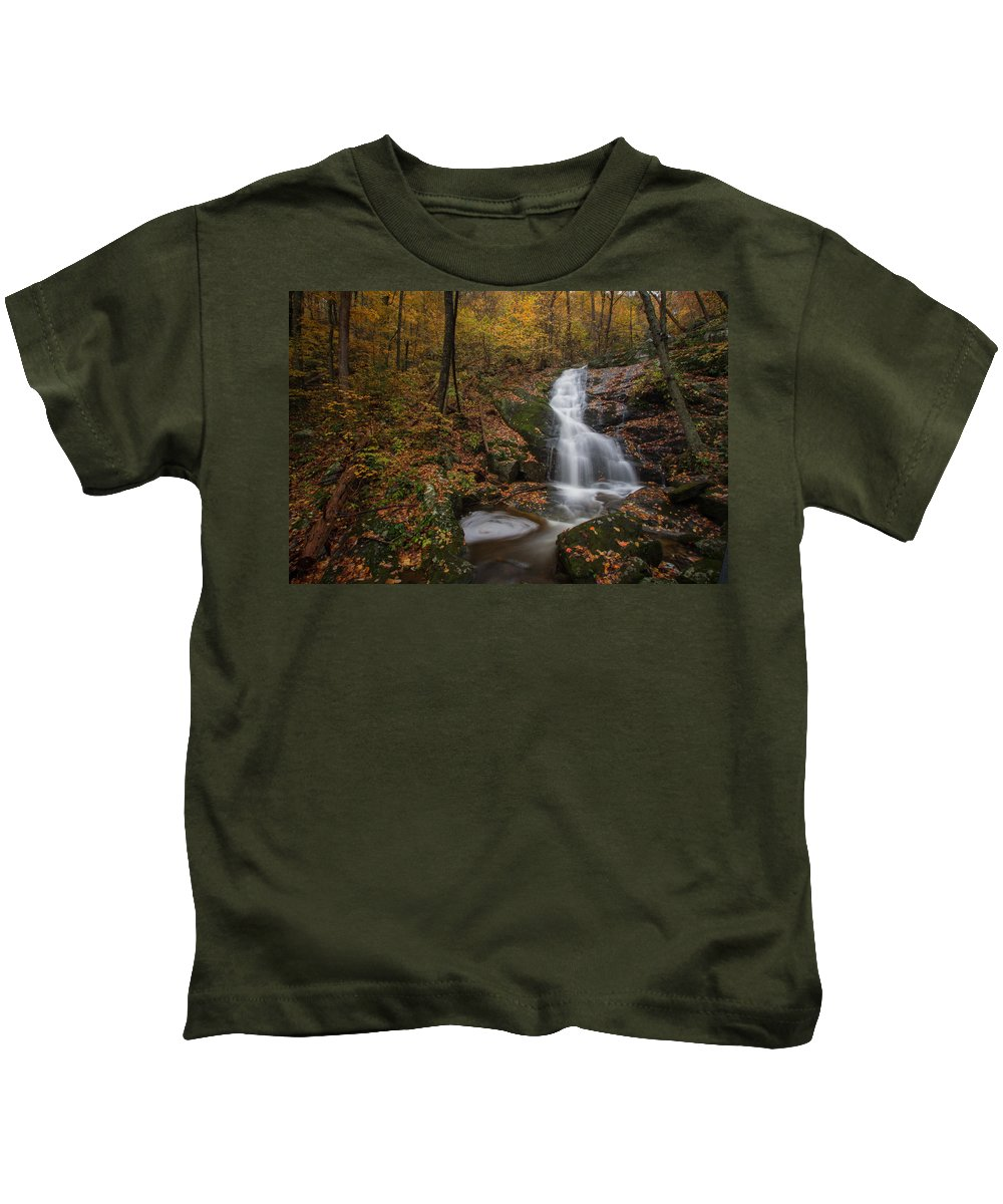Kids T-Shirt featuring the photograph Crabtree Falls by Steve Hammer