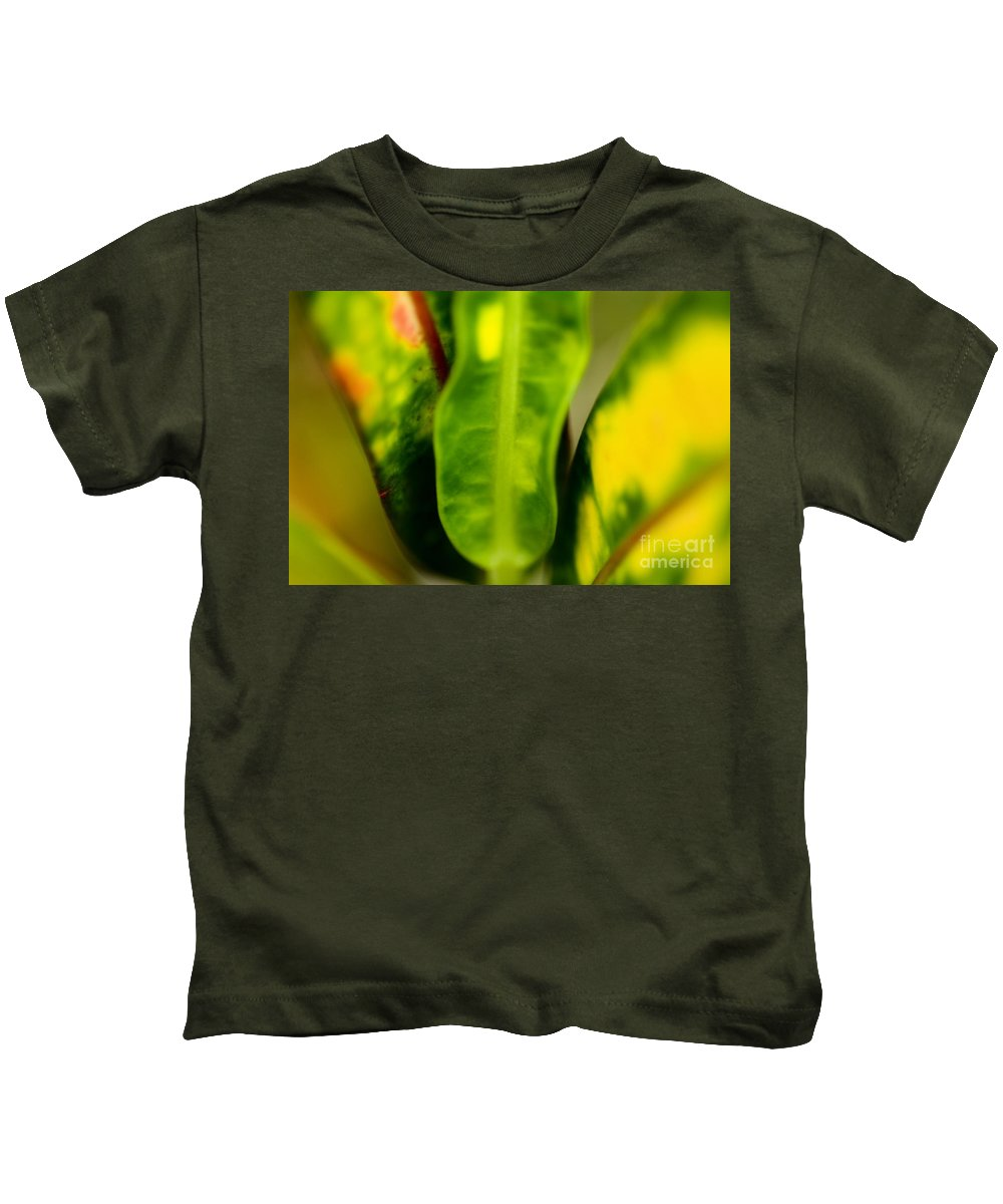 83-pfs0183 Kids T-Shirt featuring the photograph Leaf Abstract by Ray Laskowitz - Printscapes