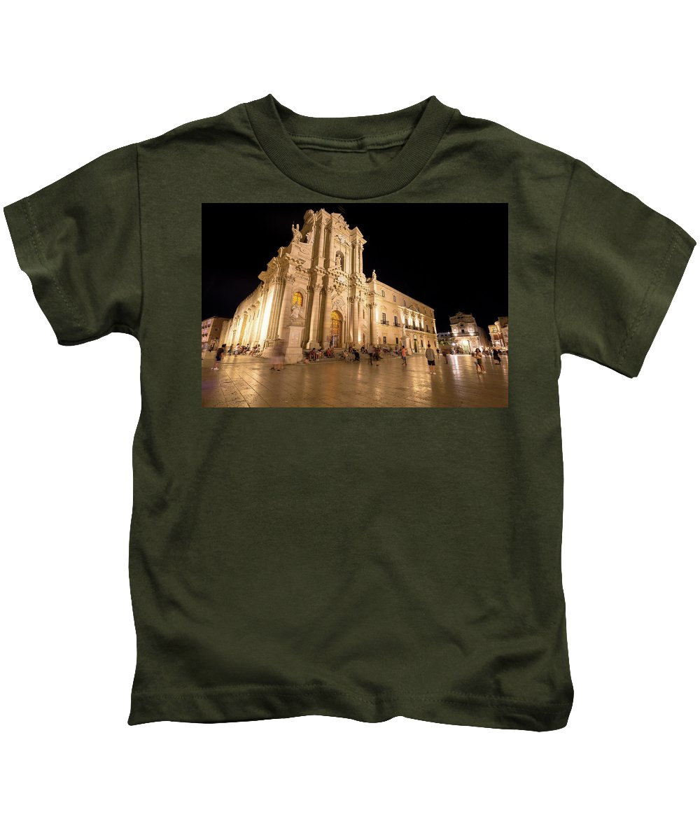 Architecture Kids T-Shirt featuring the photograph Syracuse, Sicily, Italy - Ortigia Downtown In Syracuse By by Paolo Modena
