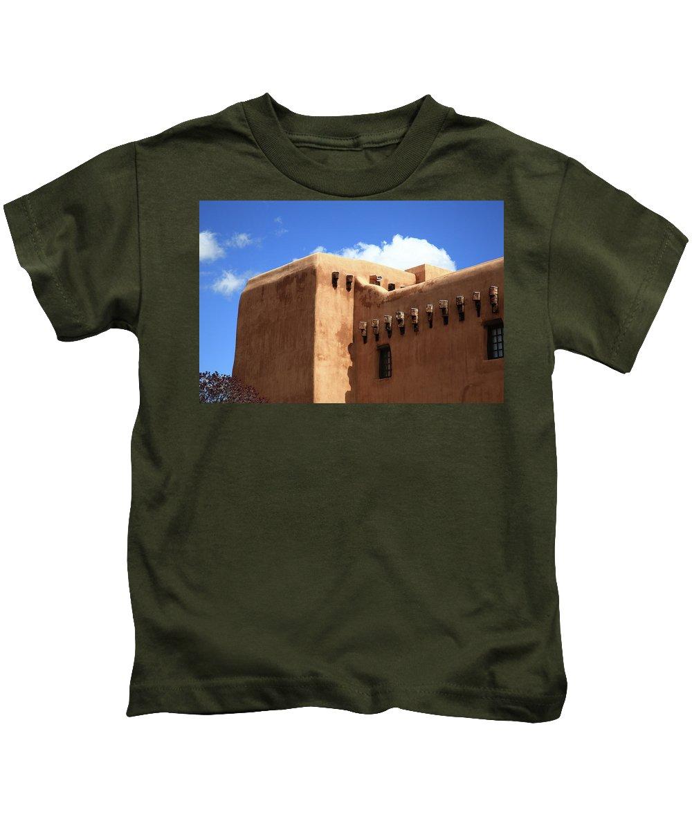 Adobe Kids T-Shirt featuring the photograph Santa Fe - Adobe Building by Frank Romeo