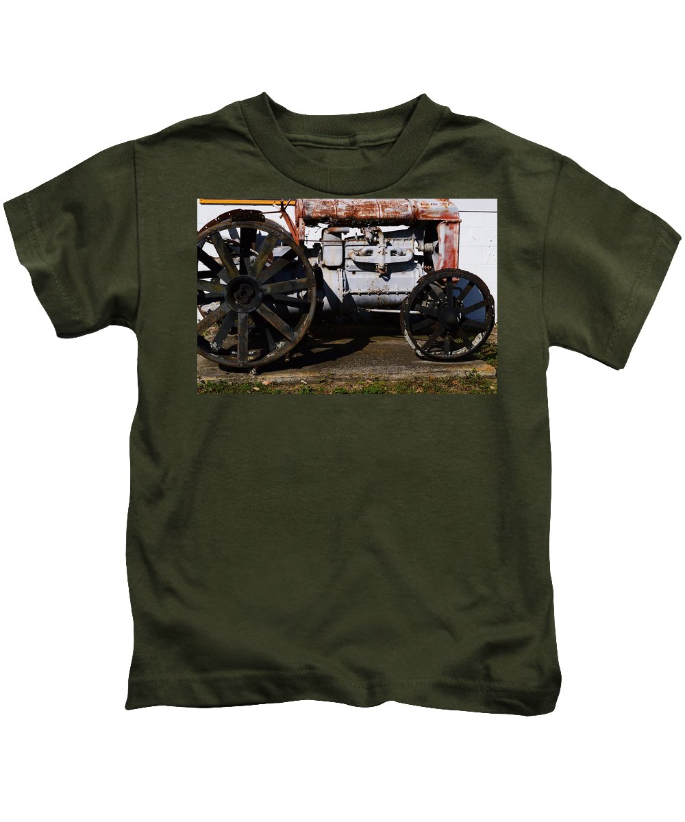 1923 Fordson Kids T-Shirt featuring the photograph 1923 Fordson by Warren Thompson