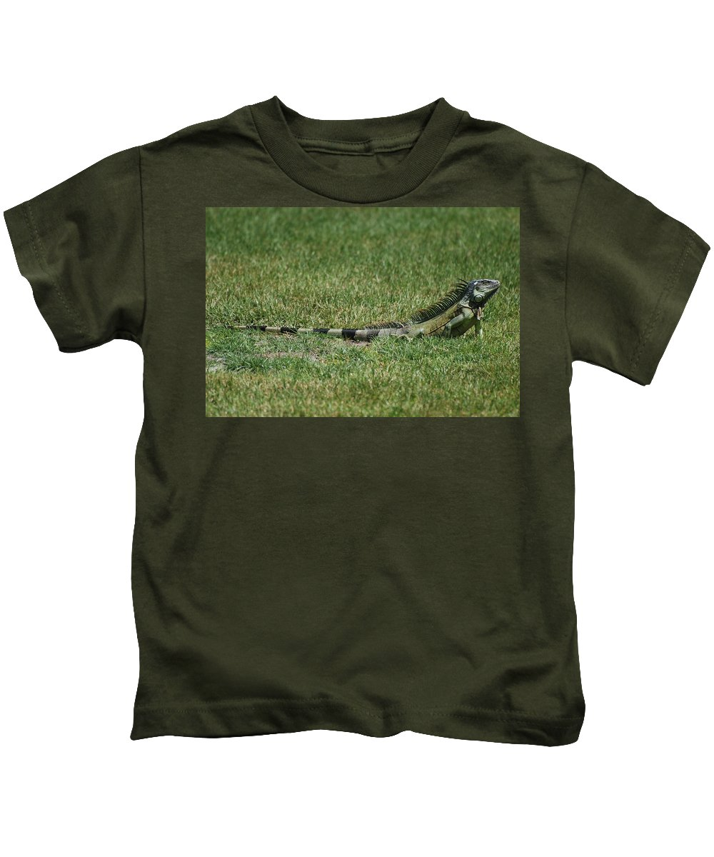 Macro Kids T-Shirt featuring the photograph I Iguana by Rob Hans
