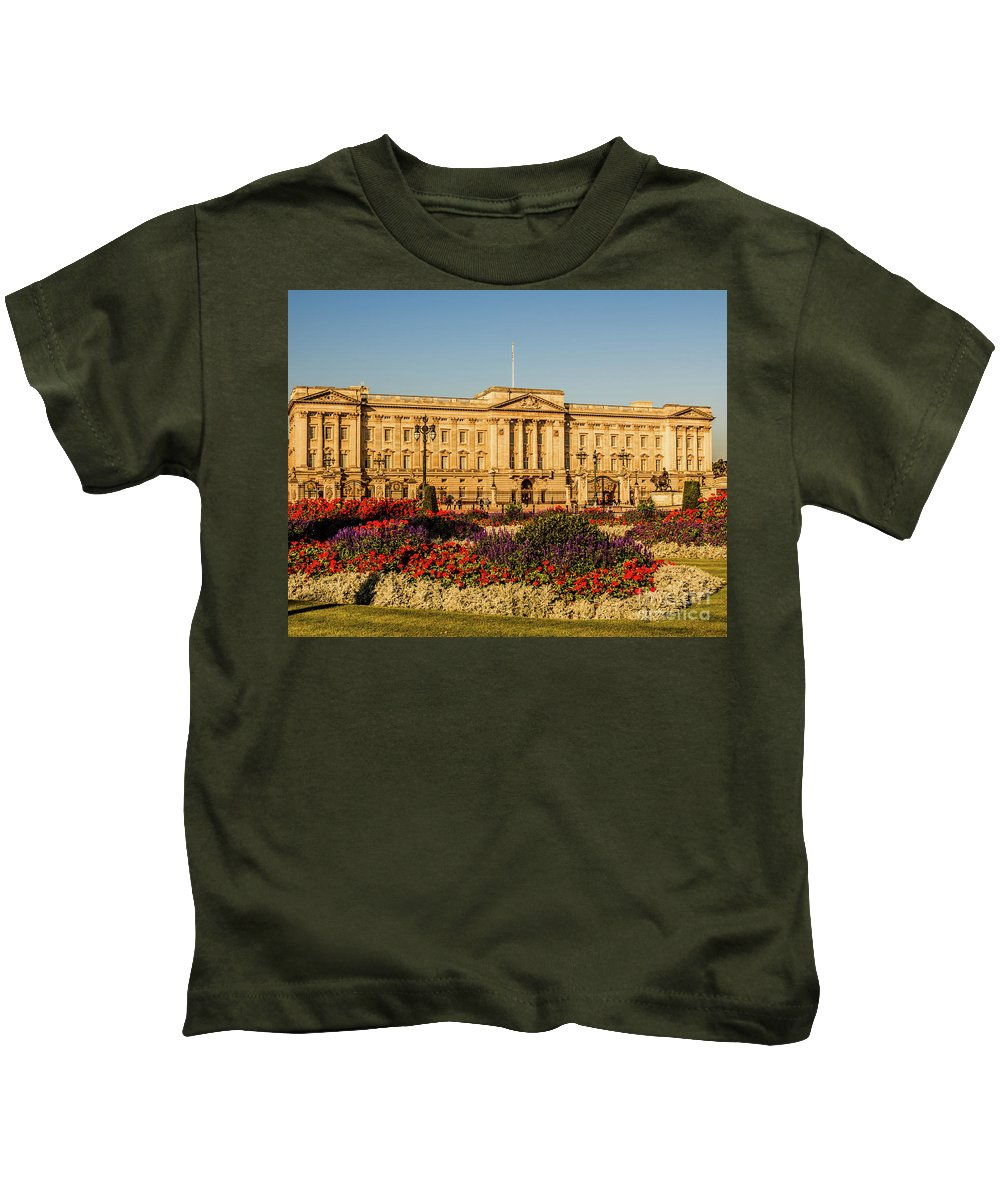 London Kids T-Shirt featuring the photograph Buckingham Palace, London, Uk. by Nigel Dudson