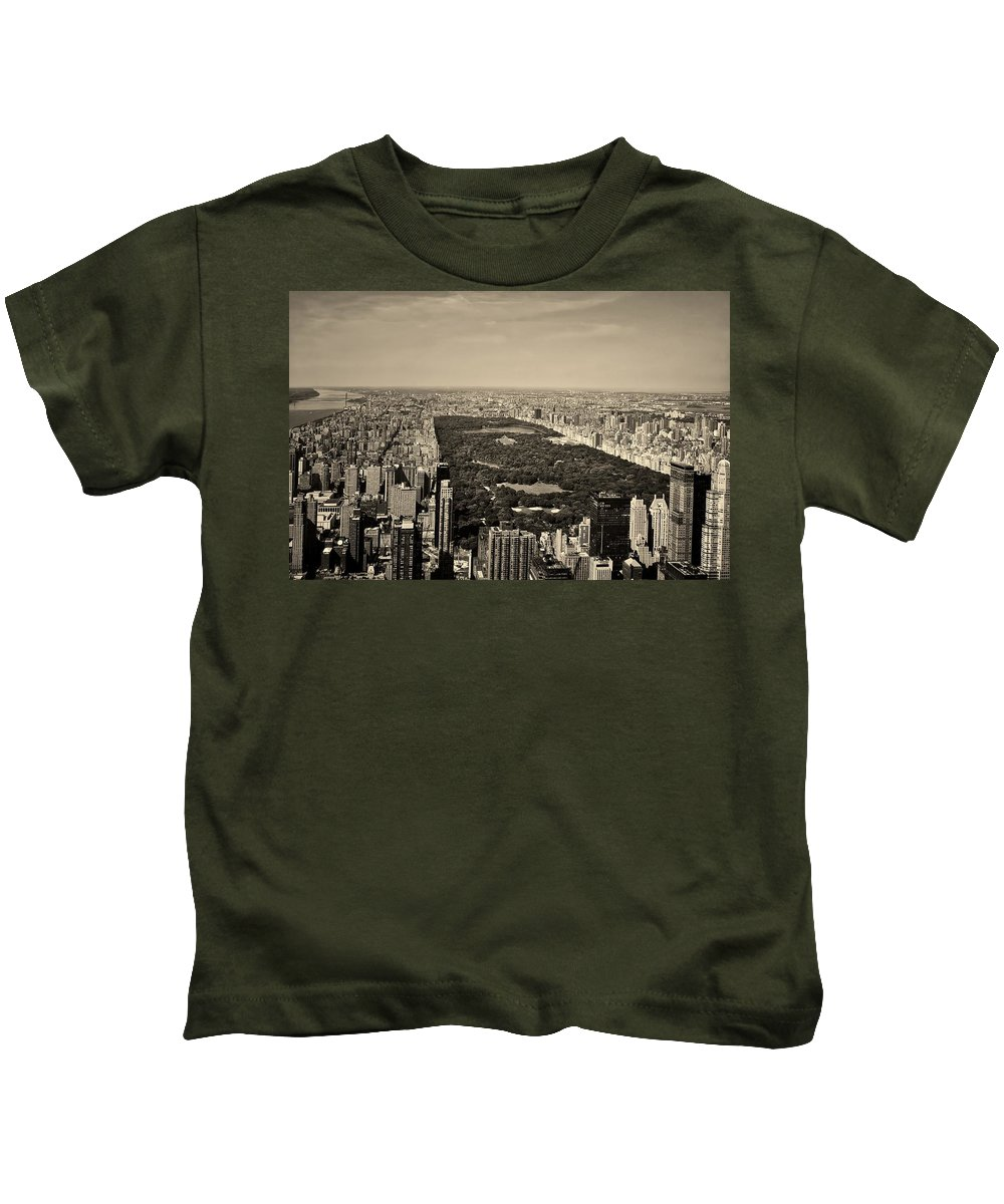 Central Park Kids T-Shirt featuring the photograph Central Park by L O C
