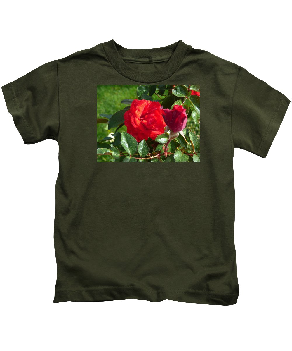 Flowers Gardens Idaho Photography Kids T-Shirt featuring the photograph La Vie En Rose by Paul Stanner