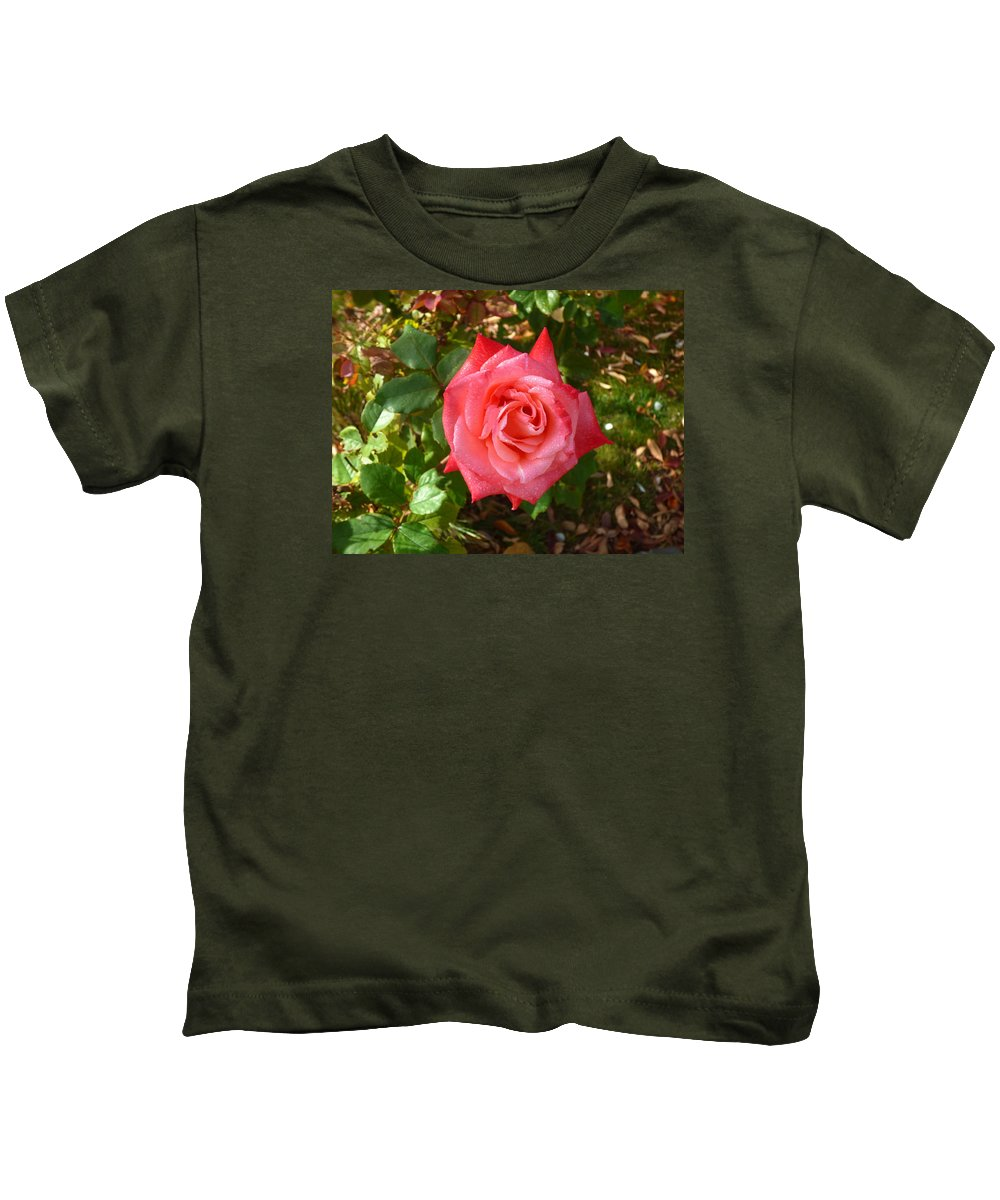 Flower Garden Idaho Photography Kids T-Shirt featuring the photograph La Vie En Rose by Paul Stanner