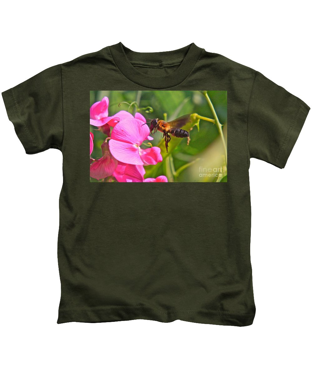 Bee Kids T-Shirt featuring the photograph A Bee I Cee by Robert Pearson
