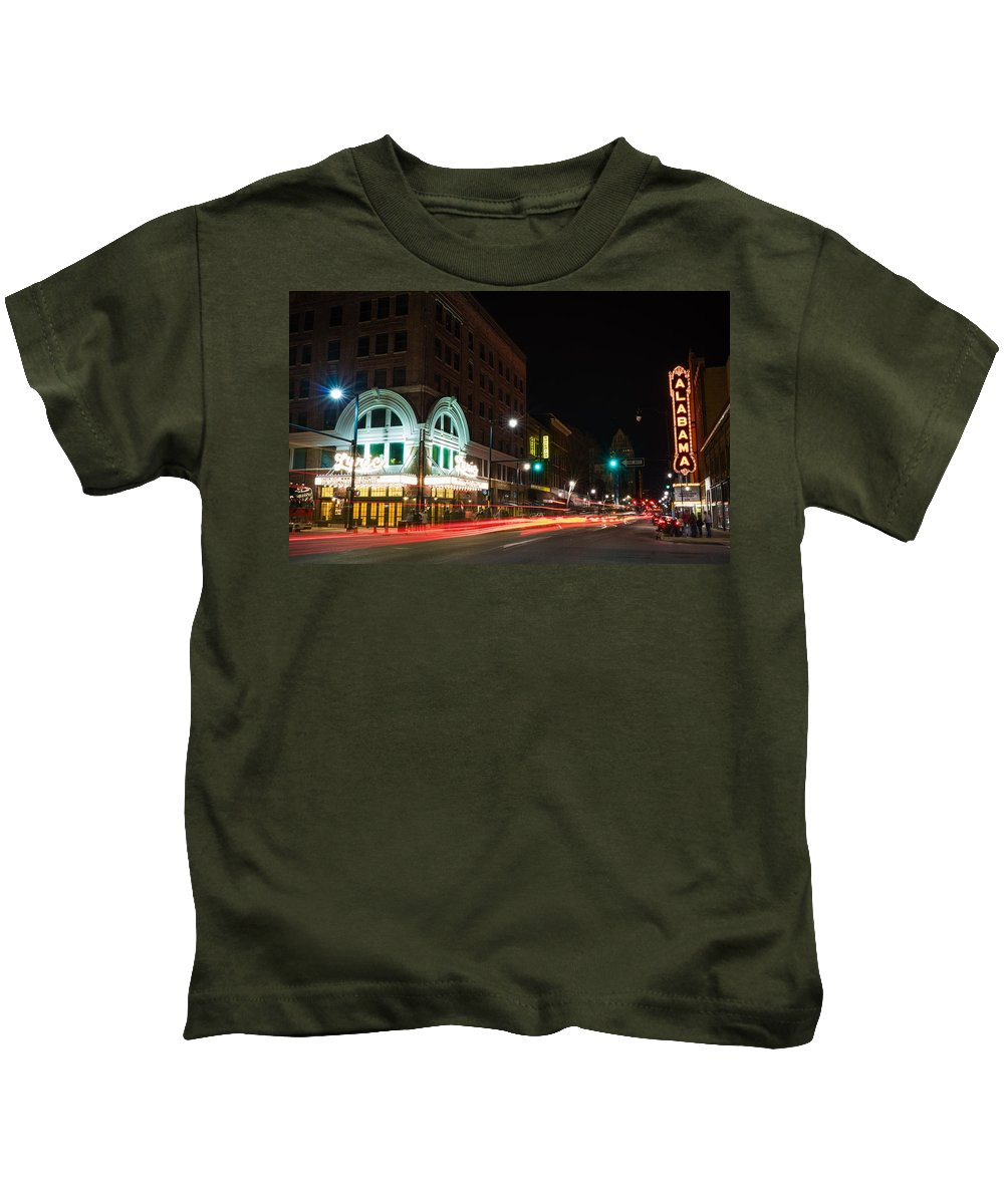 Alabama Kids T-Shirt featuring the photograph Alabama Theatre by Clay Carroll