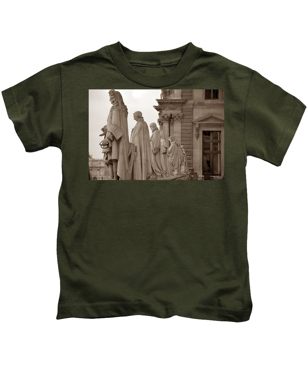 Paris Kids T-Shirt featuring the photograph Art Observing Life by J Todd