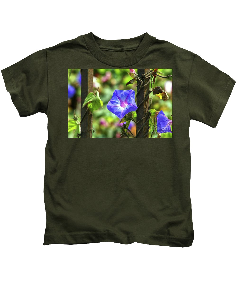 Beautiful Radiating Vine Flower Kids T-Shirt featuring the photograph Beautiful Railroad Vine Flower by Mariola Bitner