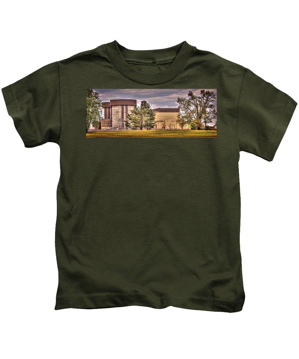 Braidwood Kids T-Shirt featuring the photograph Braidwood Reactor 1 by Fred Hahn
