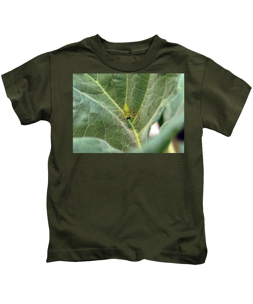Spider Kids T-Shirt featuring the photograph Breakfast by Robert Meanor