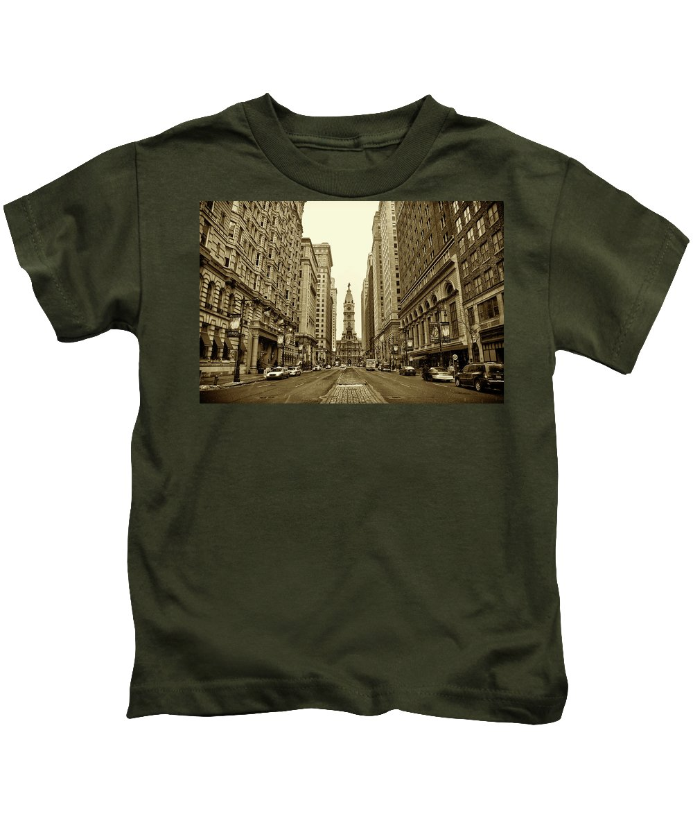 Broad Street Kids T-Shirt featuring the photograph Broad Street Facing Philadelphia City Hall In Sepia by Bill Cannon