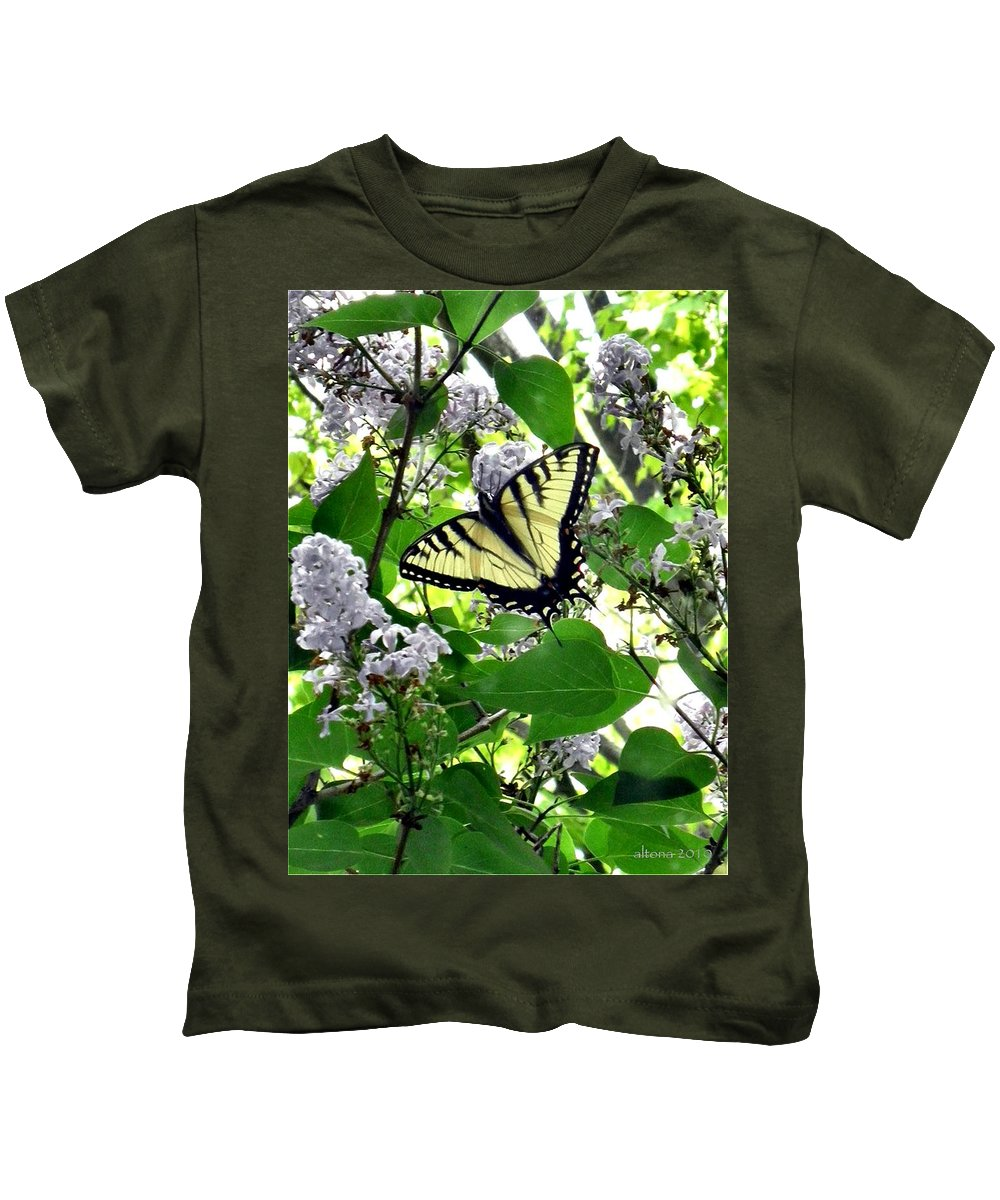 Butterfly Kids T-Shirt featuring the photograph Butterfly In The Lilac No. 1 by T Cook