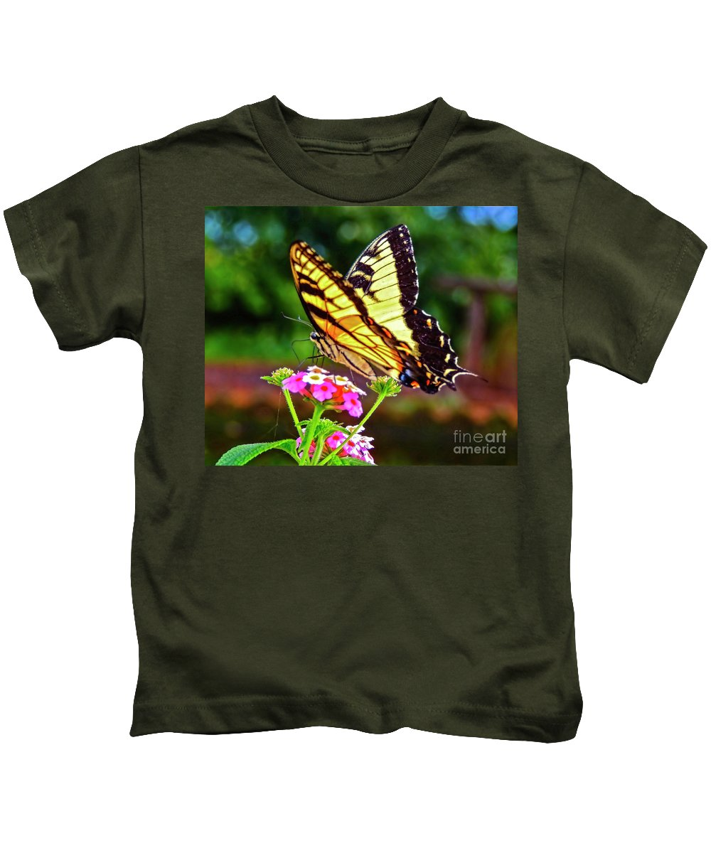 Butterfly Kids T-Shirt featuring the photograph Butterfly Series #8 by Edita De Lima