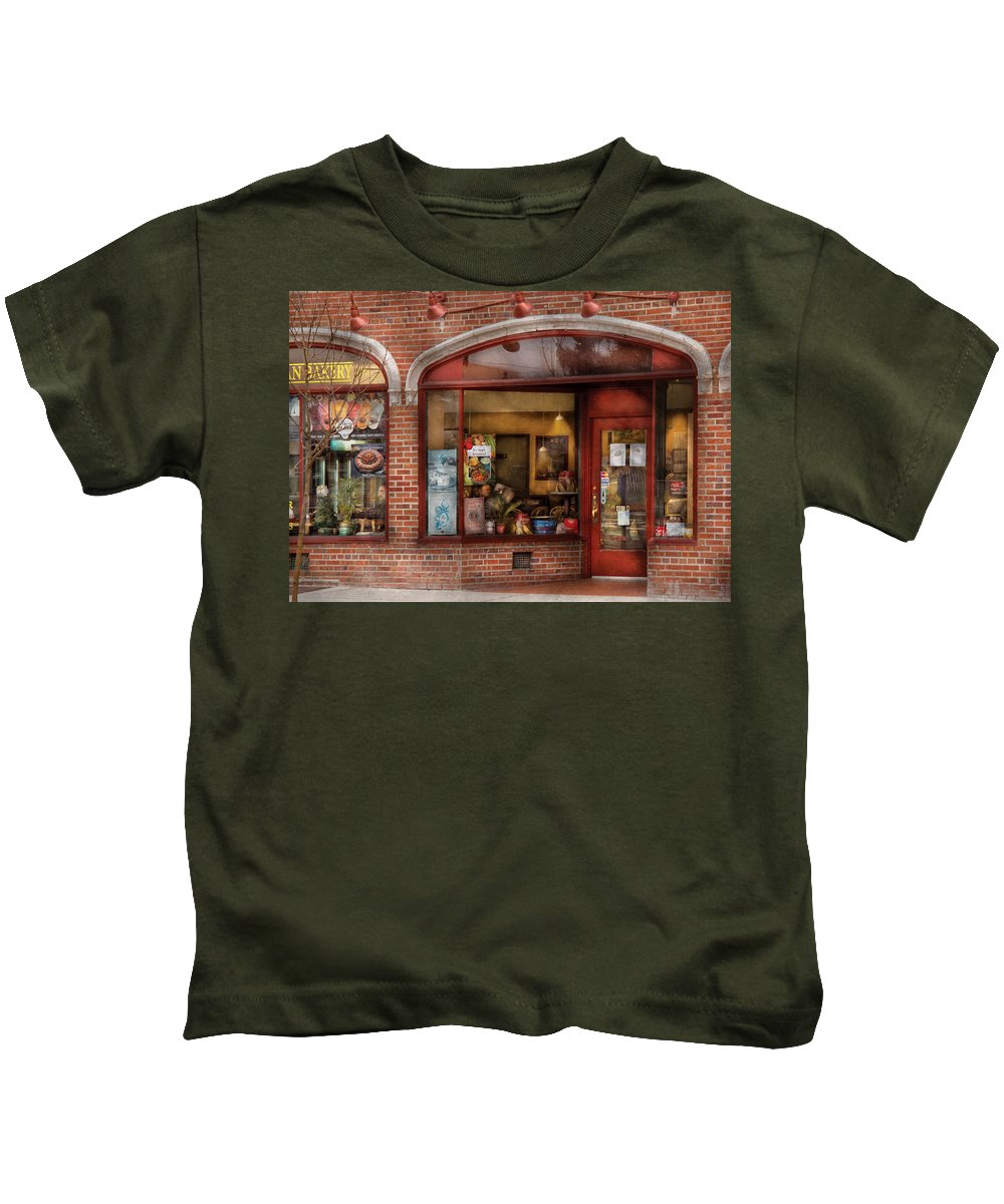 Cafe Kids T-Shirt featuring the photograph Cafe - Westfield Nj - Tutti Baci Cafe by Mike Savad