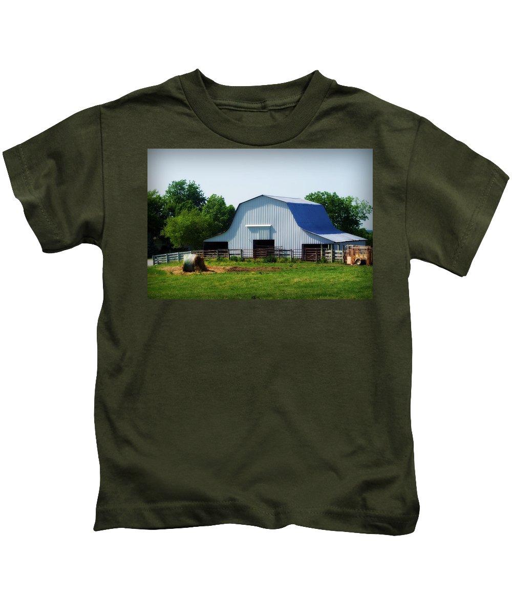Barn Kids T-Shirt featuring the photograph Calvin Road Barn by Cricket Hackmann