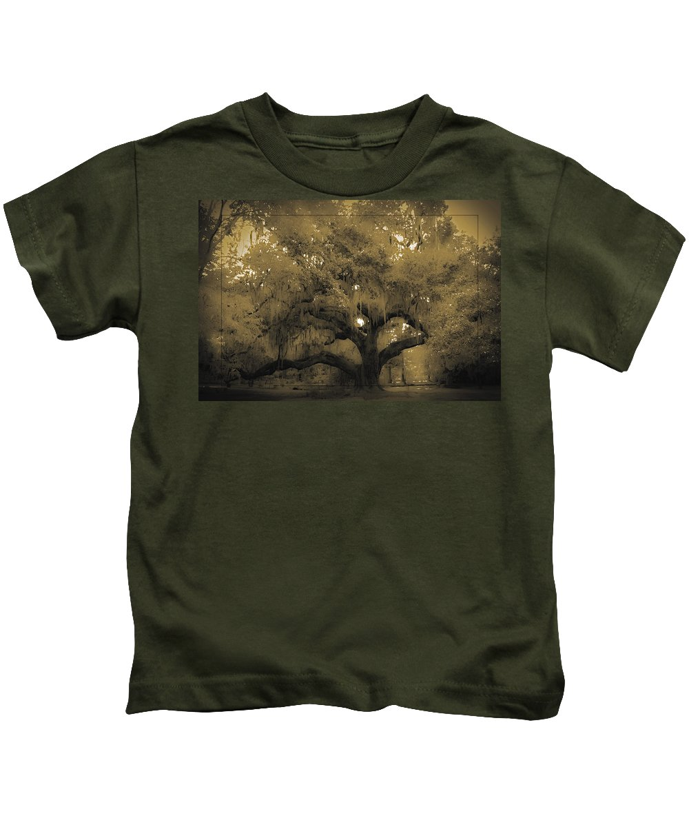 Live Oak Kids T-Shirt featuring the photograph Centurion Oak by DigiArt Diaries by Vicky B Fuller