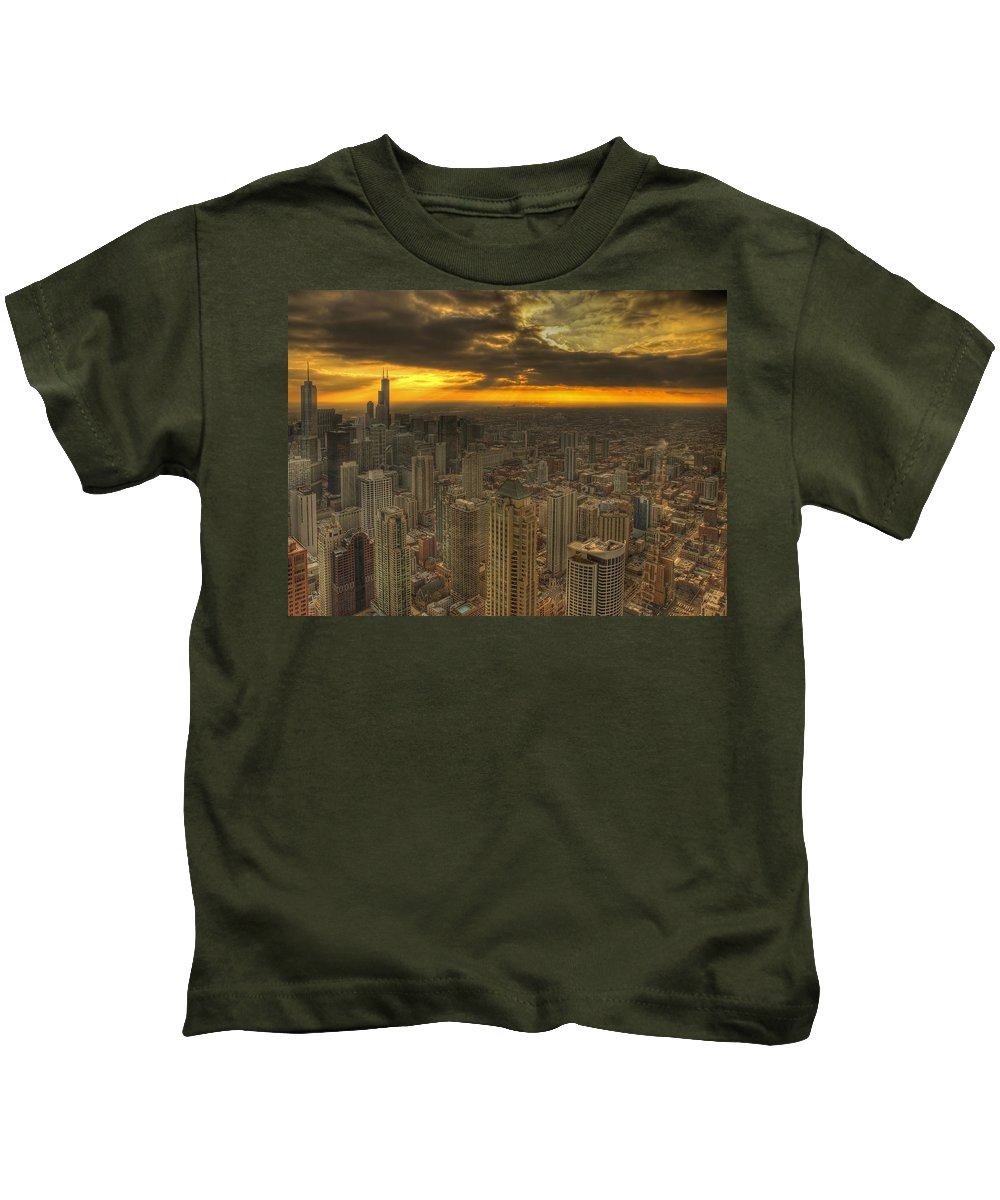 Chicago Kids T-Shirt featuring the photograph Chicago Setting by Ajit Pillai
