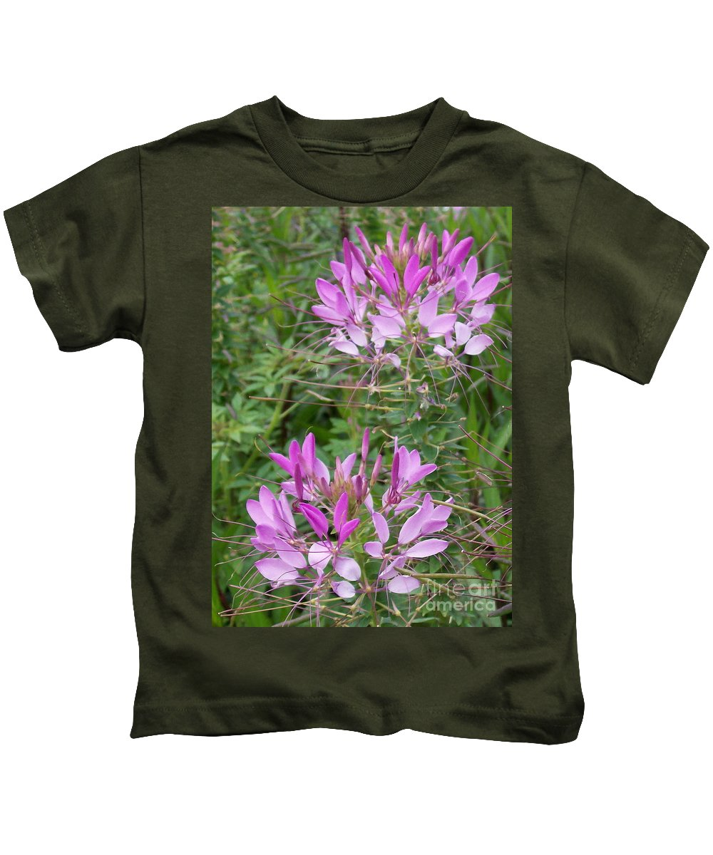 Cleome Kids T-Shirt featuring the photograph Cleome Sparkler Lavender by Laurie Eve Loftin