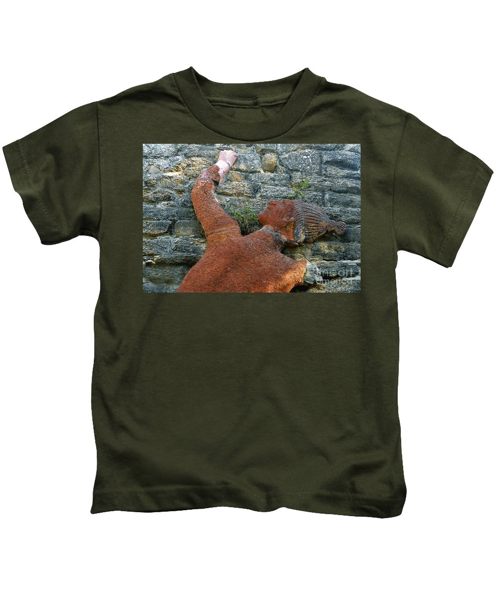 Tomoka State Park Kids T-Shirt featuring the photograph Climbing To Tomoka by David Lee Thompson