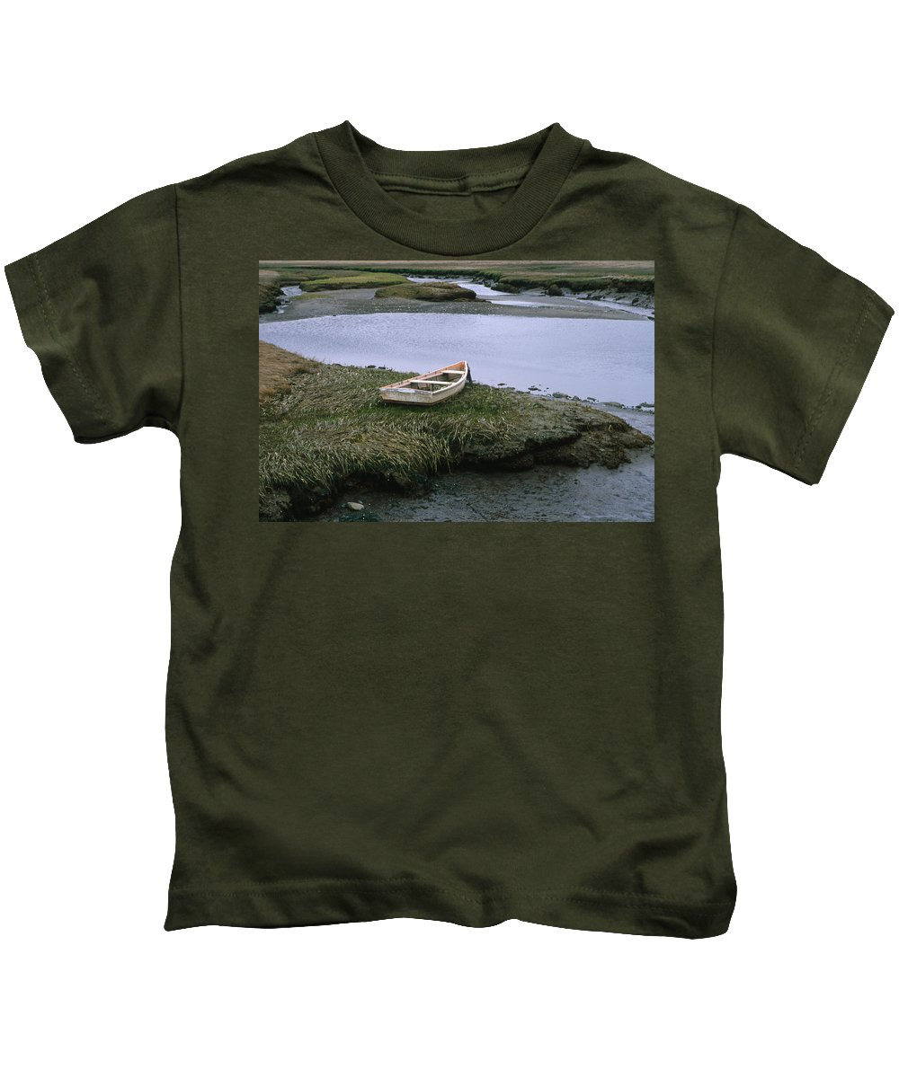Landscape New England Marsh Row Boat Rye Harbor Kids T-Shirt featuring the photograph Cnrf0503 by Henry Butz