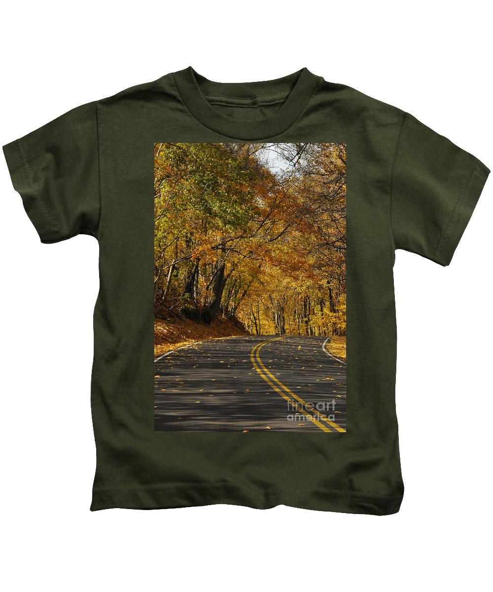 Road Kids T-Shirt featuring the photograph Country Road by Vicky Tubb