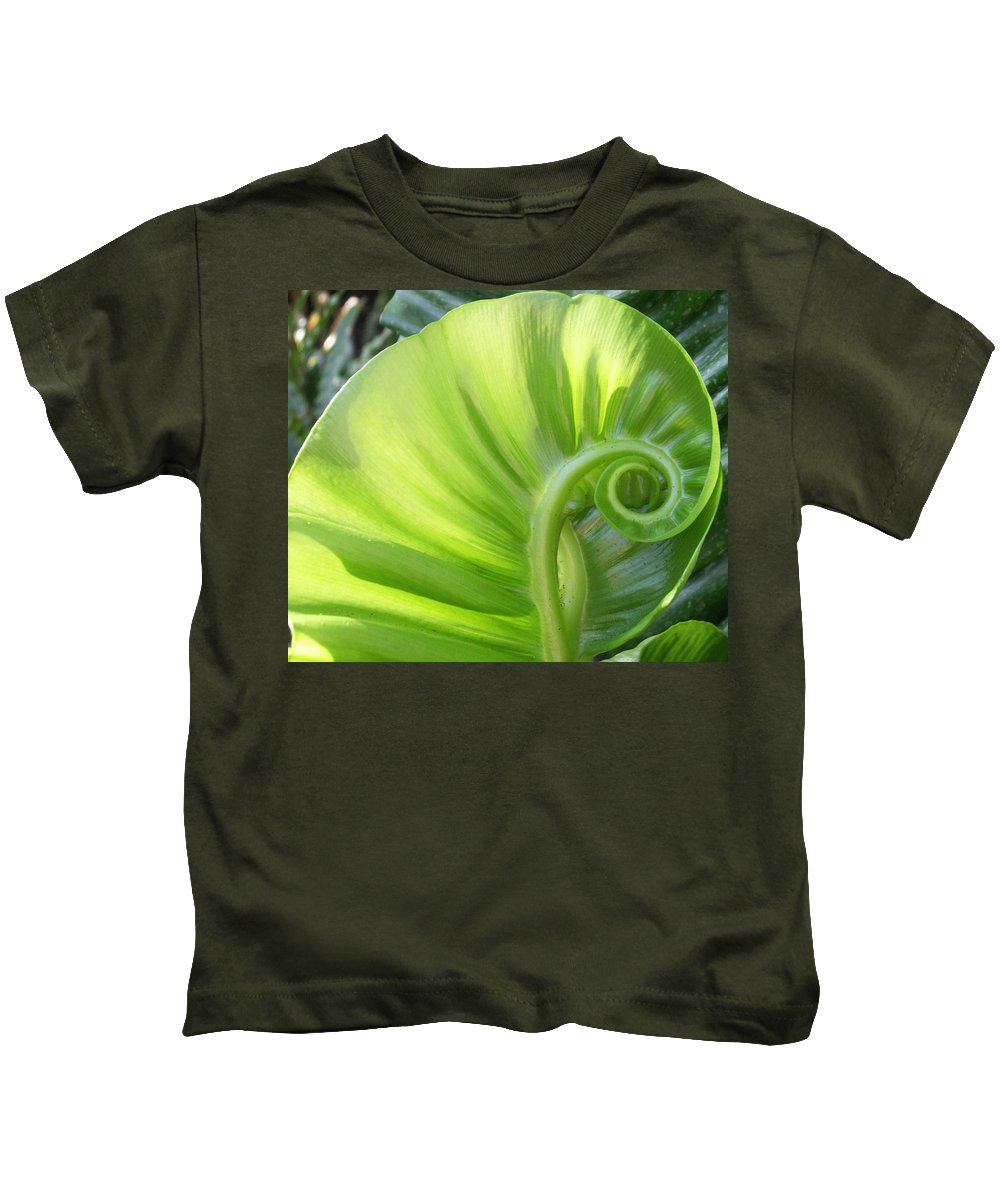 Leaf Kids T-Shirt featuring the photograph Curly Leaf by Amy Fose