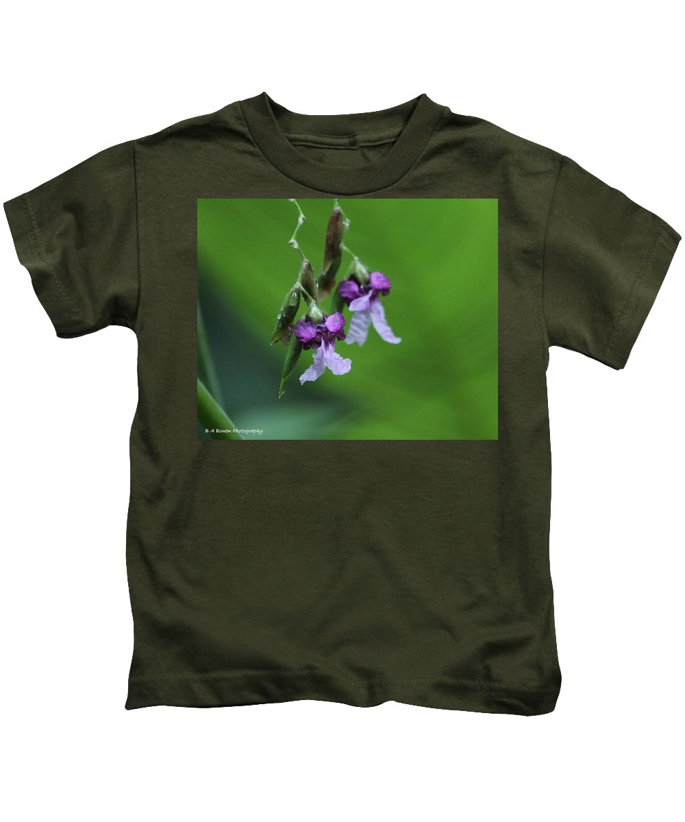 Alligator Flag Kids T-Shirt featuring the photograph Delicate Blooms Of The Giant Alligator Flag by Barbara Bowen