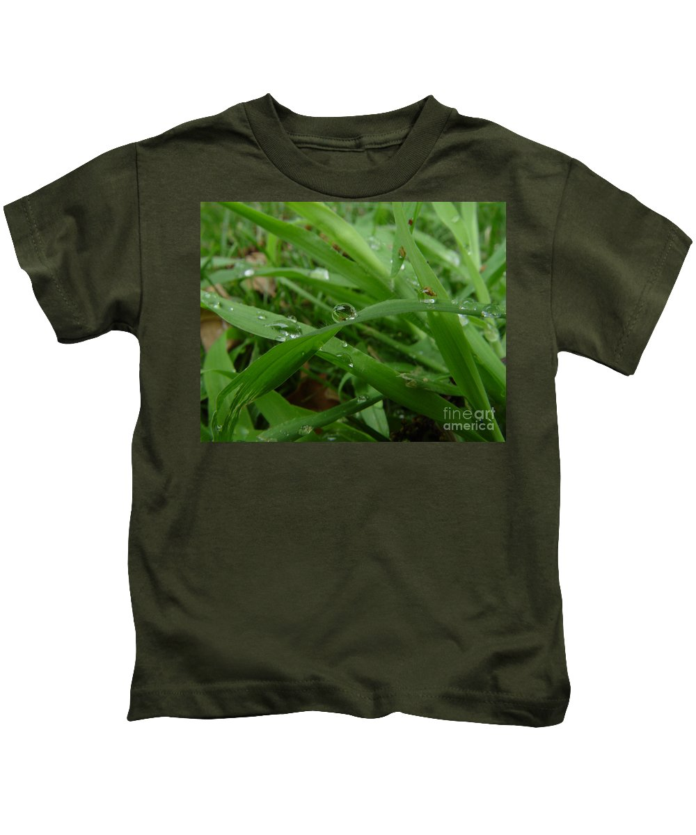Water Droplet Kids T-Shirt featuring the photograph Droplets 01 by Peter Piatt