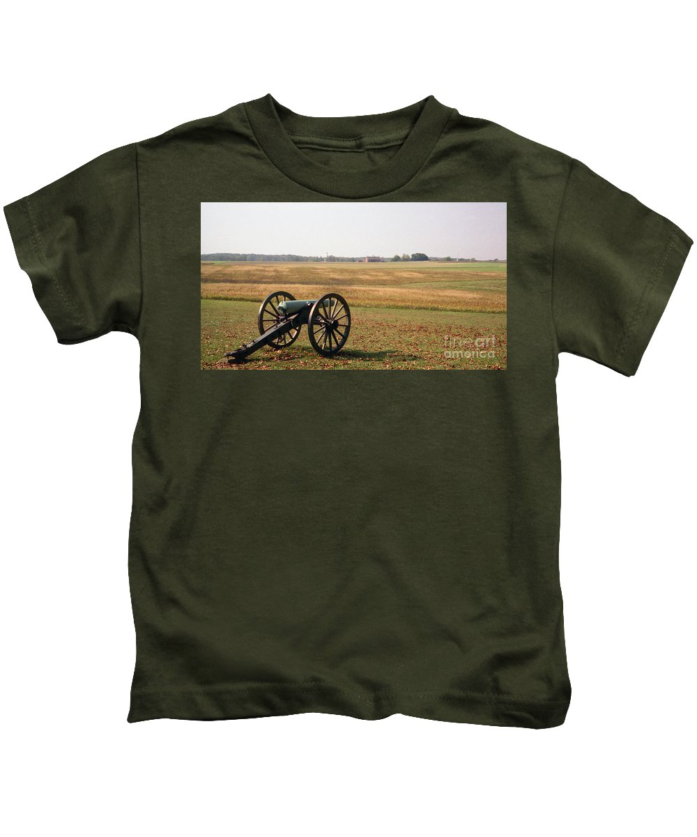 Civil War Kids T-Shirt featuring the photograph Fields Of Death by Richard Rizzo
