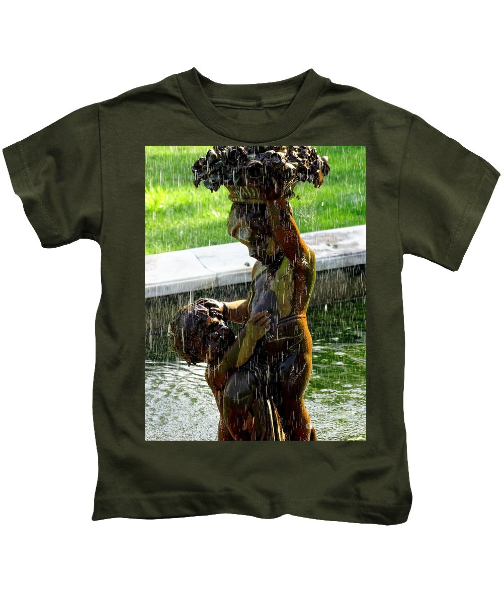 Cherubs Kids T-Shirt featuring the photograph Fountain Cherubs by Ed Weidman