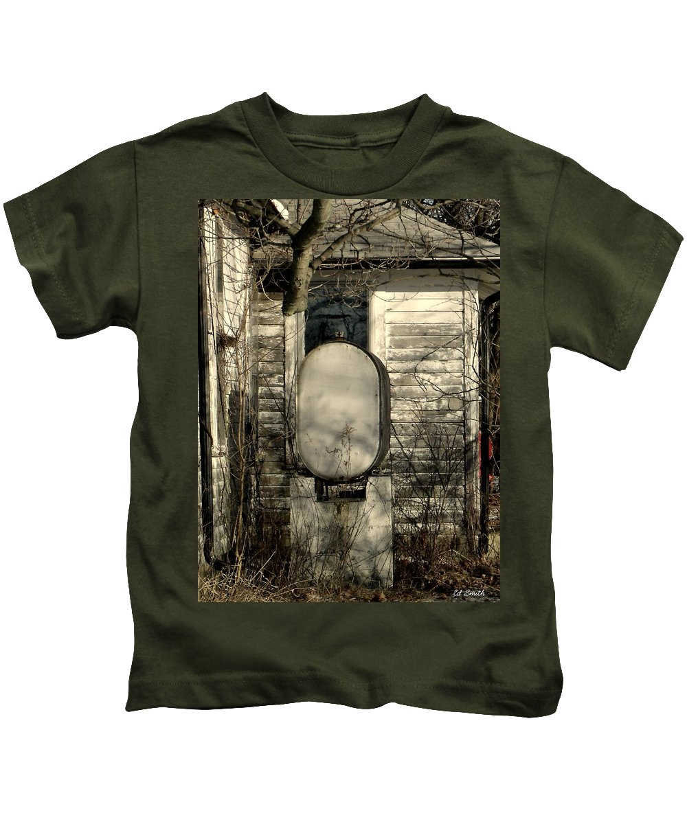 Fueled By Oil Kids T-Shirt featuring the photograph Fueled By Oil by Edward Smith