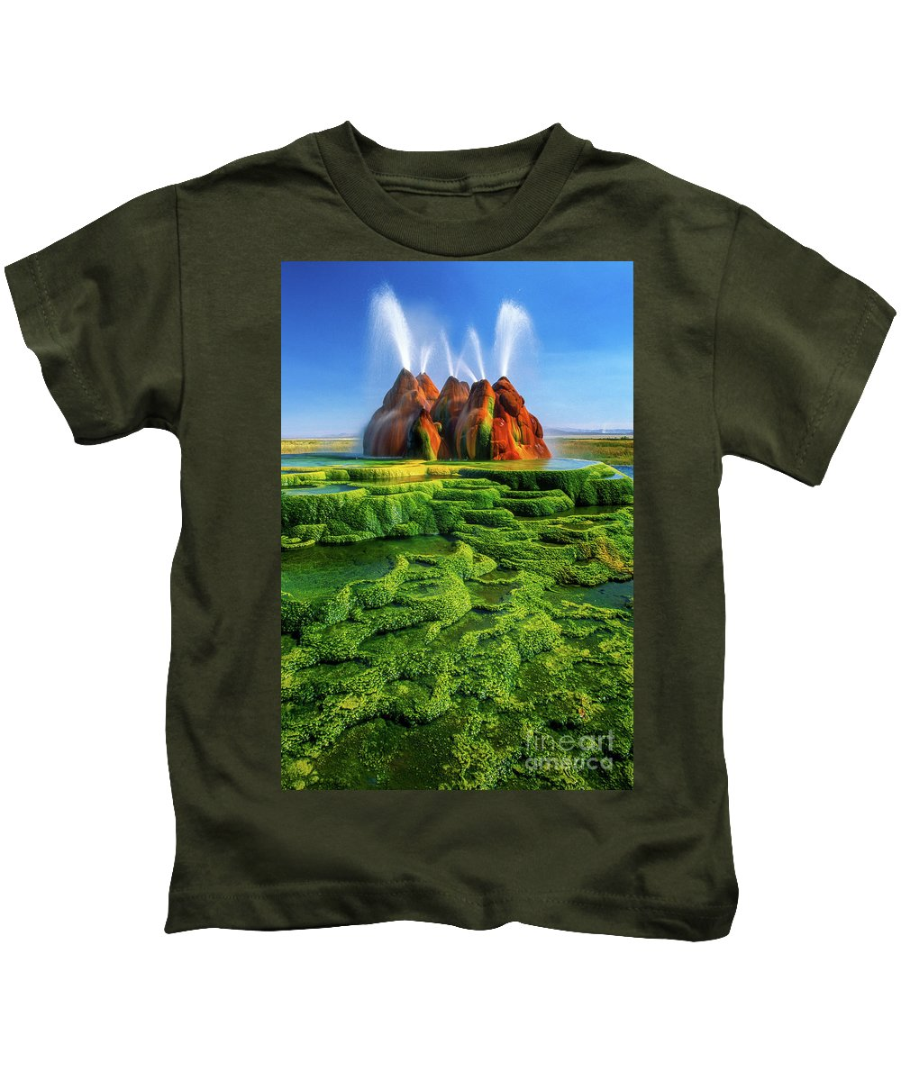 America Kids T-Shirt featuring the photograph Green Fly Geyser by Inge Johnsson