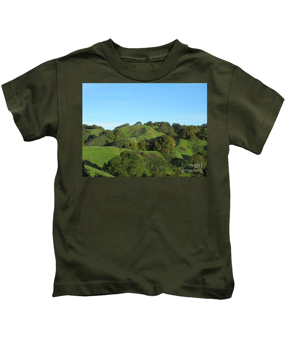 Landscape Kids T-Shirt featuring the photograph Green Trail by Suzanne Leonard