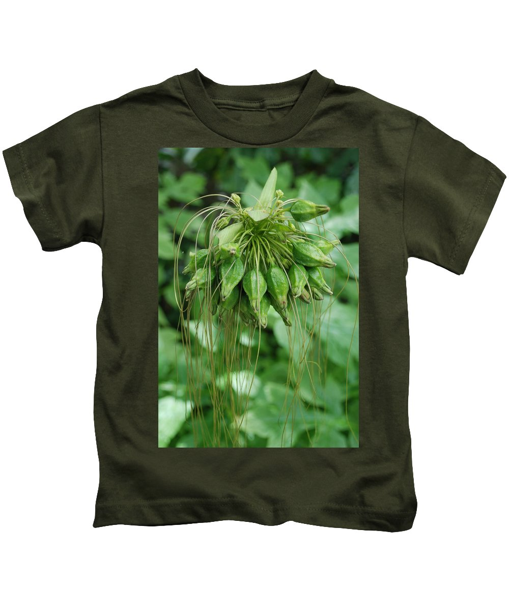 Macro Kids T-Shirt featuring the photograph Green Vines by Rob Hans