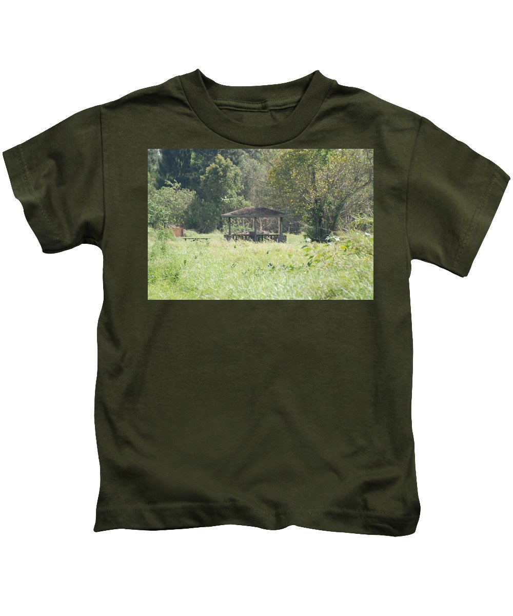 Grass Kids T-Shirt featuring the photograph Huppa In The Fields by Rob Hans