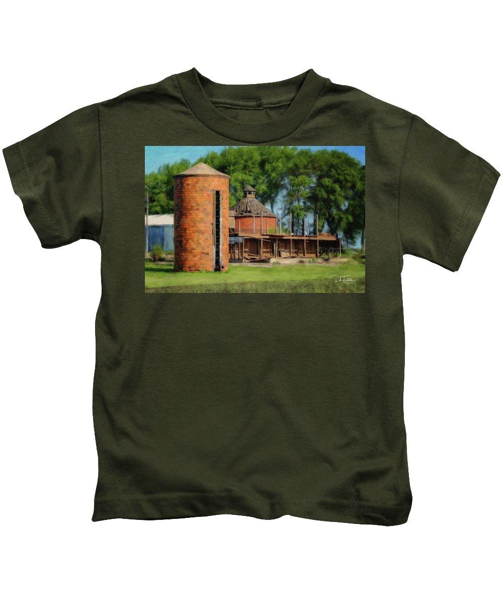 Iowa Kids T-Shirt featuring the photograph Iowa Silo by Rich Fiddelke