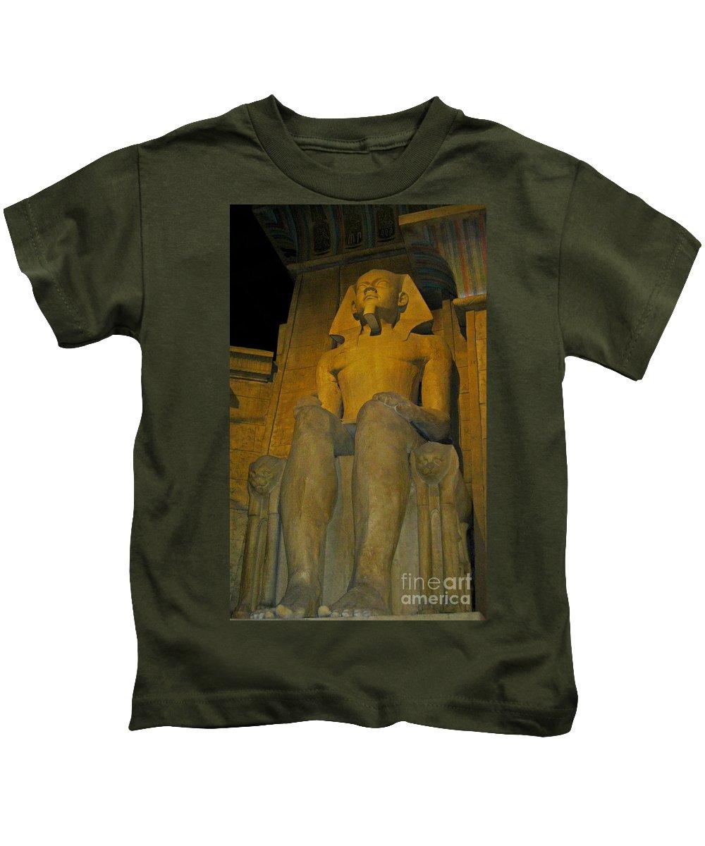 King Tut At The Luxor Hotel Kids T-Shirt featuring the photograph King Tut At The Luxor Hotel by John Malone